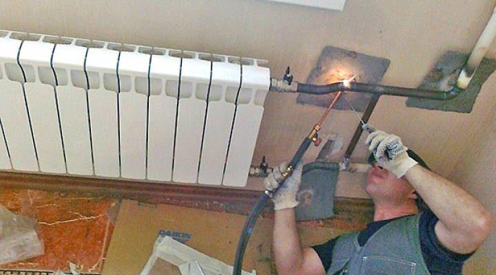 Как правильно перекрыть проблемную батарею отопления для ремонта
