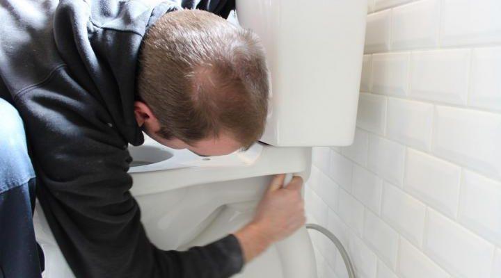 Как самостоятельно устранить течь унитаза