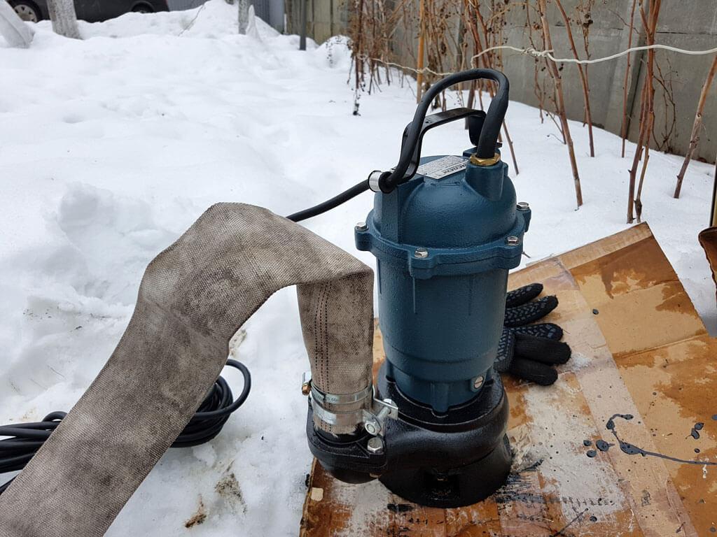 Выкачка канализации насосом